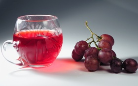 Обои капли, виноград, гроздь, кружка, напиток