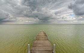 Обои небо, тучи, мост, серый, Море, салатовый