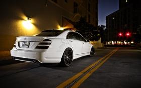 Картинка белый, ночь, город, улица, Mercedes-Benz, white, мерседес бенц