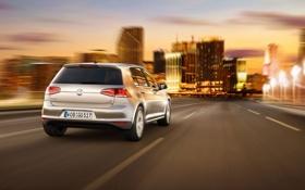Картинка дорога, небо, город, серебристый, Volkswagen, вид сзади, Golf
