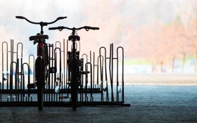 Картинка город, фон, велосипеды