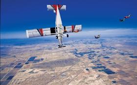 Картинка дороги, небо, контейнер, парашют, экстремальный спорт, самолет, деревни