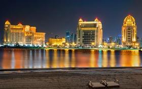 Картинка песок, пляж, небо, ночь, огни, отражение, дома