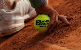 Обои тенниС, КРОССОВОК, НОГА, tennis, МЯЧ, ПЕСОК, РУКА