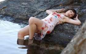 Картинка вода, девушка, камни, берег