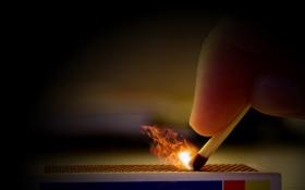 Обои пламя, рука, спичка, сера, коробок, возгорание