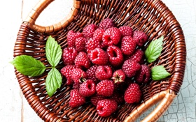 Обои корзина, листочки, berries, raspberry, малина, ягоды
