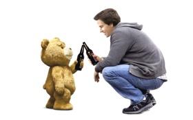 Обои пиво, медведь, дружба, Марк Уолберг, михо, Ted, Третий лишний