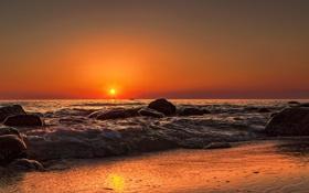 Картинка море, волны, пляж, закат, камни, оранжевое небо