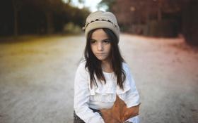 Картинка осень, взгляд, лист, девочка, шапочка, боке