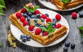 Обои ягоды, малина, черника, тарелка, десерт, смородина, слойка