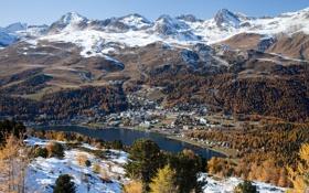Картинка лес, снег, горы, озеро, вершины, дома, городок