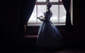 Картинка девушка, платье, окно, стул