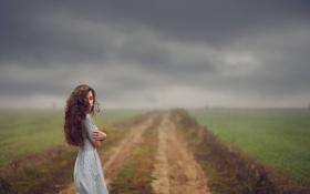 Картинка дорога, небо, девушка, тучи