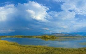 Картинка небо, трава, облака, деревья, горы, озеро, дом