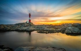 Картинка море, небо, облака, скала, камни, маяк, зарево
