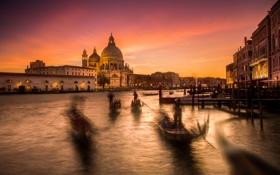 Картинка облака, небо, Венеция, канал, гондола, огни, собор Санта-Мария-делла-Салюте