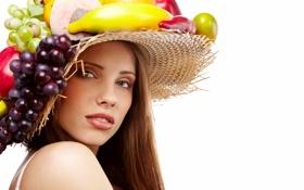 Картинка девушка, яблоки, виноград, шатенка, шляпка, фрукты, банан