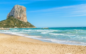 Картинка песок, море, пляж, небо, облака, скала, камни