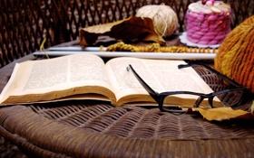 Обои осень, листья, стол, очки, книга, нитки