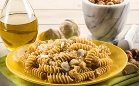 Обои тарелка, орешки, салфетка, чеснок, макароны