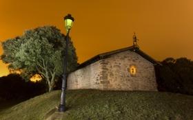Обои свет, ночь, дом, церковь, фонарь