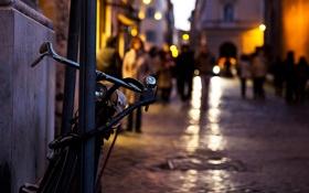 Картинка велосипед, город, огни, люди, вечер, боке, прохожие