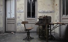 Картинка двери, стул, abandoned bureau