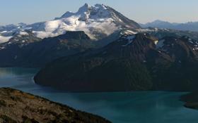 Обои лес, скалы, пейзаж, облака, канада, вода, озеро