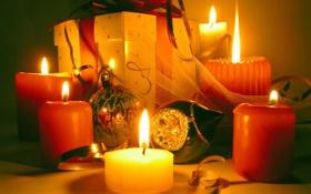 Обои огонь, подарок, шары, новый год, свеча, свечи, колокольчик