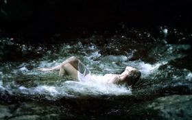 Обои девушка, река, ситуация