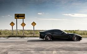 Картинка chevrolet, дорога, черный, Машина, corvette, знак