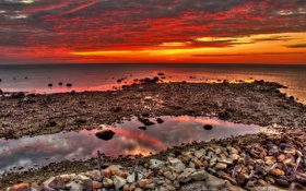 Обои камни, небо, облака, море, берег, отлив, зарево