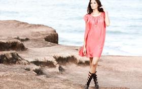 Обои море, взгляд, камни, платье