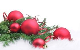 Картинка christmas, шары, новый год, белый фон, хвоя, мех, new year