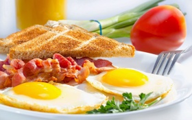 Обои breakfast, завтрак, ветчина, toasted, яичница, tomato, ham