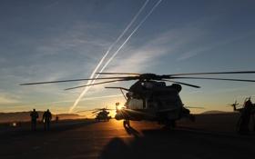 Обои закат, люди, вертолеты, аэродром