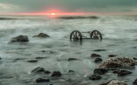Обои море, пейзаж, закат, колёса