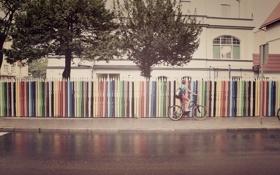 Обои велосипед, дом, забор, здание, карандаши, велосипедист, парень