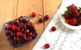 Картинка вишня, ягоды, стол, клубника, тарелка, черешня, скатерть