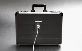 Обои ядерная война, чемоданчик, провод