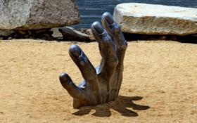 Картинка stones, sculpture, hand, rocks, sand, artistic metal