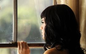 Картинка у окна, грусть, Katy Perry