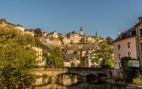 Обои небо, мост, река, дома, склон, Люксембург, квартал
