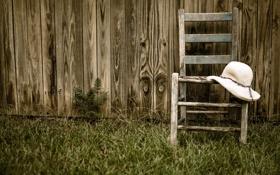 Картинка стул, забор, шляпка