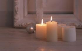 Обои комната, рама, свечи, шарик, картины, белые