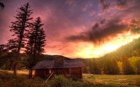 Картинка закат, лес, изба, небо, дом, поляна, деревья