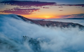 Картинка закат, облака, горы, небо, туман