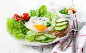 Обои огурец, breakfast, завтрак, яичница, salad, tomato, салат
