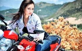 Картинка мотоцикл, азиатка, джинсовка